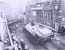 Tankok Amszterdam és Hága utcáin